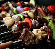 Szaszłyki z wieprzowiny: przepis na grillowane szaszłyki wieprzowe