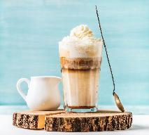 Koktajl kawowo-kokosowy na bazie cappuccino - przepis na pyszny deser
