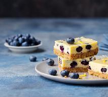 Sernik z jagodami - przepis na puszysty sernik z owocami