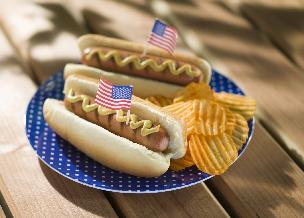 Domowy hot dog po amerykańsku: przepis + WIDEO