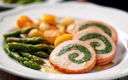 Rolada z indyka z pieczoną marchewką z menu beszamel