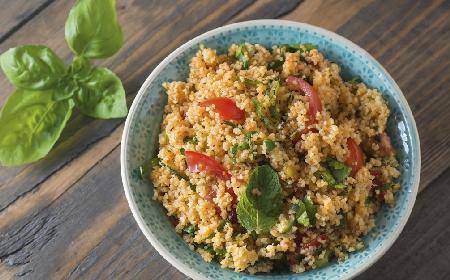 Sałatka z kaszy kuskus i warzyw: dietetyczny przepis