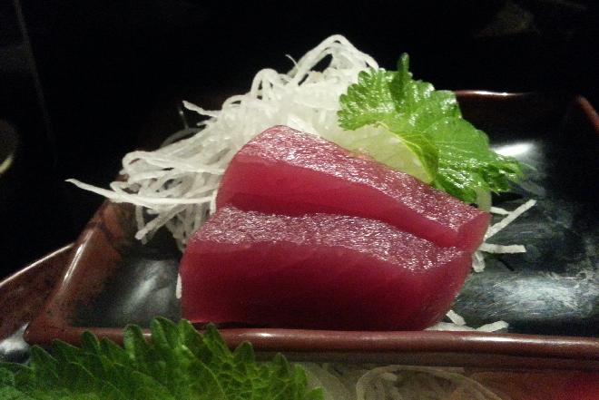 Sałatka z tuńczykiem: przepis na przekąskę na imprezę
