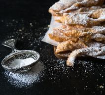Chrusty faworki - przepis Ewy Wachowicz [WIDEO]
