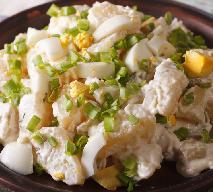 Kremowa sałatka z ziemniaków i selera naciowego