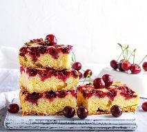 Ciasto na kefirze z wiśniami: niesamowicie pyszny biszkopt tłuszczowy z owocami