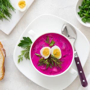 Botwinka według Magdy Gessler: przepis na zupę z młodych buraków