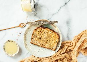 Masło miodowe: pyszne smarowidło do kanapek, tostów i naleśników