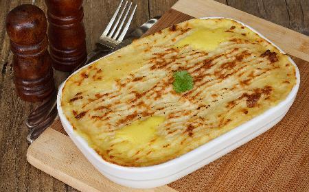 Zapiekanka ziemniaczana z łososiem i serem - pomysł na obiad
