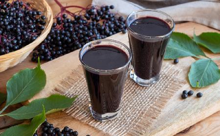 Rozgrzewający likier z owoców czarnego bzu: przepis
