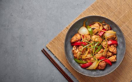 Orientalny kurczak w sosie imbirowym - aromatyczne danie do przygotowania w 30 minut