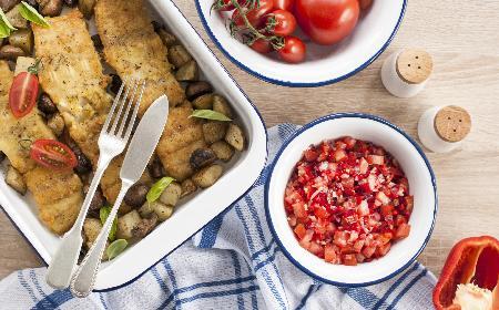 Ryba z pieczarkami w sosie śmietanowym: sprawdzony przepis