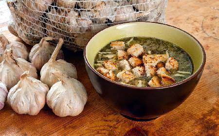 Szybka zupa czosnkowa - jak zrobić?