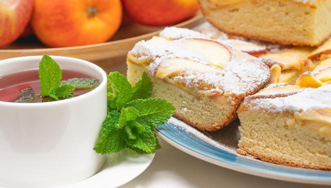 Nocne ciasto drożdżowe bez zagniatania z owocami: przepis Moniki Goździalskiej