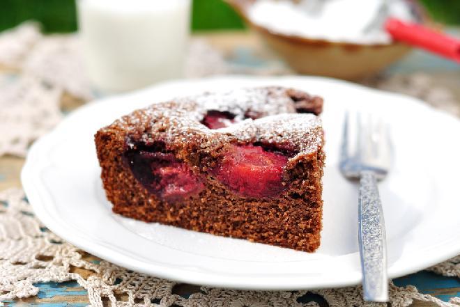 Cudowne ciasto czekoladowe ze śliwkami: proste i pyszne!
