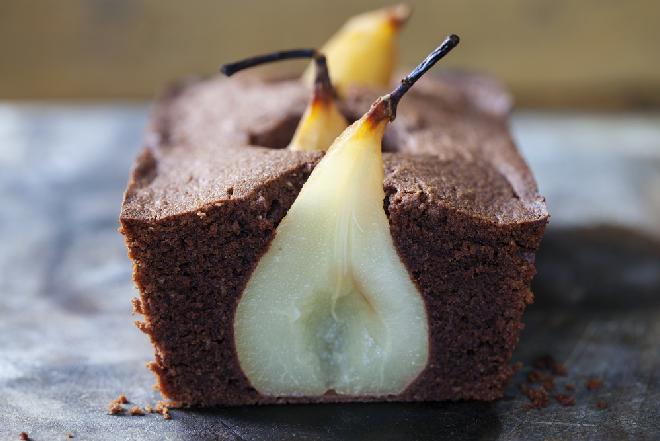 Kakakowiec z gruszkami - prosty przepis na efektowne ciasto
