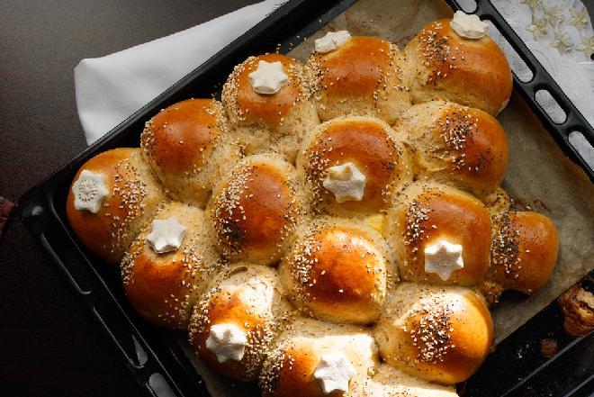 Choinka z ciasta na precle - oryginalny pomysł na pieczywo na Wigilię