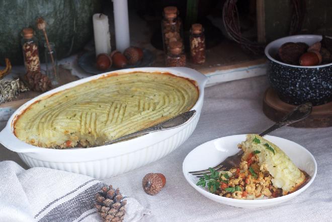 Wegetariańska zapiekanka warzywna z masą kalafiorowo-gruszkową