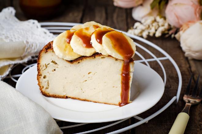 Niskokaloryczny sernik bananowy: łatwy przepis na dietetyczny deser