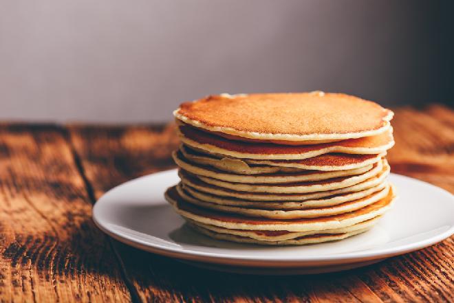Z czym jeść pancakes? Garść super pomysłów na dodatki do pankejków