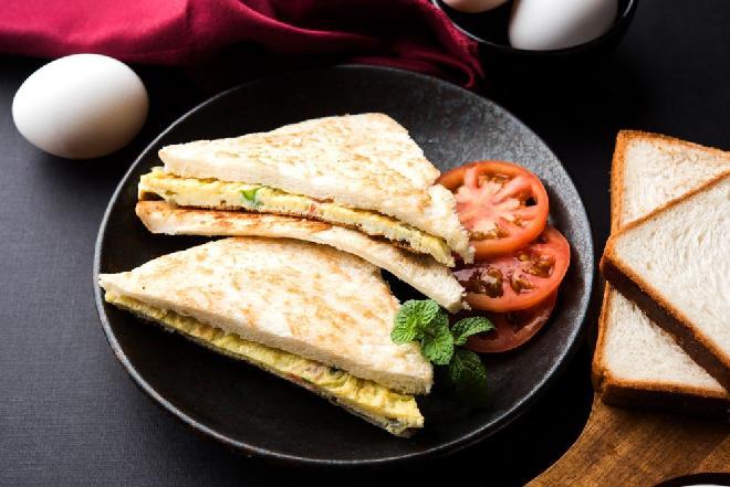 Dietetyczny omlet gotowany w woreczku strunowym: przepis