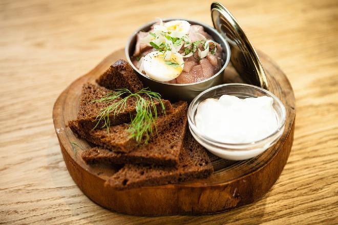 Śledzie po tatarsku: sprawdzony przepis na wigilijne danie